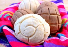 Here is list of Cinco de Mayo desserts like these Conchas (Mexican Sweet Bread) that are perfect for any fiesta. Each of these sweet treats are sure to please your guests and make you the hero of the party. By Mama Maggie's Kitchen Mexican Sweet Breads, Mexican Bread, Mexican Dishes, Mexican Christmas Food, Christmas Fruit Salad, Christmas Foods, Tamarindo, Conchas Recipe, Traditional Mexican Desserts