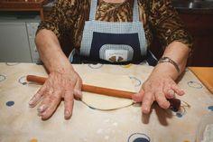 Αγροσελίδα: Η κυρία Βέτα φτιάχνει γνήσιες νεράτες μυζηθρόπιτες Greek Beauty, Crete, Blog, Island, Blogging, Islands