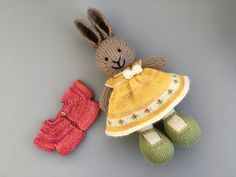 A dress in a sunny yellow with a border of pink buds, and a tiny crochet bow at the waist. This dress was knit with a long cast on of 96 stitches. I knit 14 repeats of the chart pictured on the lef. Knitted Stuffed Animals, Knitted Bunnies, Knitted Animals, Crochet Bunny, Knitted Dolls, Knitting Designs, Knitting Projects, Crochet Projects, Knitting Patterns