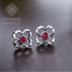 Flower shaped earrings made of whitegold. Flower Shape, Cufflinks, Handmade Jewelry, Silver Rings, Brooch, Shapes, Earrings, Flowers, Accessories