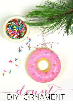 DIY donut ornaments – A fun craft for the whole family this holiday season. 365 Designs: DIY donut ornaments – A fun craft for the whole family this holiday season. Easy Christmas Ornaments, Homemade Ornaments, Homemade Christmas, Christmas Tree Ornaments, Christmas Diy, Holiday Tree, Diy Ornaments, Dough Ornaments, Garden Ornaments