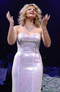 Wishing you were somehow here again, lyrics, Mirusia Louwerse, Soprano at Andre Rieu concert