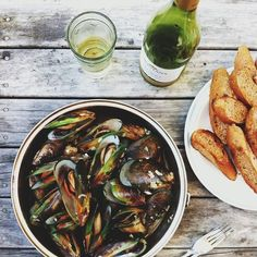 Mussels and garlic