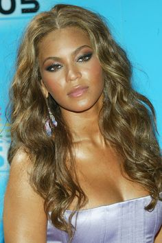 Beyonce Knowles Photos - HOLLYWOOD, JUNE 28:  Singer Beyonce Knowles arrives at the BET Awards 05 at the Kodak Theatre on June 28, 2005 in Hollywood, California. - BET Awards 05 - Arrivals