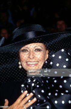 Country Charm, Sophia Loren, Veils, Charmed, Fashion, Sweet Dress, Moda, Bridal Veils, Fashion Styles