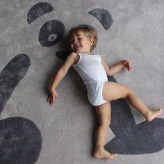 Alfombras para niños con diseño de oso http://www.mamidecora.com/alfombras_art%20for%20kids.html