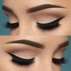 Cejas: Seran el elemento de apoyo para unos labios dramaticos, seran de tendencia gruesas y natural, dejando a un lado cejas muy maquilladas. ----- ---------------------- Labios: Colores oscuros en todas sus texturas, aunque los nude siguen predomimando a la hora de neutralizar y buscar un look natural.