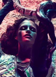 Уникальная фотосессия укротительницы тигров модели Ким Клотье