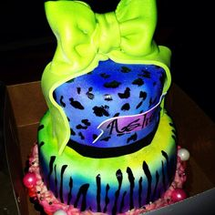 Neon cake that I love! Sweet 16 Cakes, Cute Cakes, Tye Dye Cake, Neon Cakes, 16th Birthday, Birthday Cakes, Birthday Ideas, Glow Party, Cute Desserts