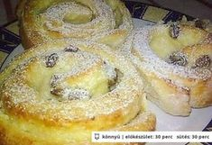 Túrós-pudingos csiga Sweet Pastries, Cookie Cups, Hungarian Recipes, Croissant, Bagel, Doughnut, Deserts, Food And Drink, Cooking Recipes