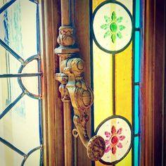 #Béziers #latergram  #Musée des #BeauxArts Hôtel #Fayet hôtel particulier du XIXe s. présentant collection du #sculpteur #Injalbert #Poignée de #fenêtre & #vitraux  #hôtelFayet #museedesbeauxarts #mba #herault #LanguedocRoussillon #sud #suddefrance #southfrance #igersfrance #ig_france #igers_herault #museum #vitrail #stainedglass #window #windows