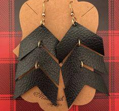 Set of three arrows. ► M A T E R I A L ◄ Made from a f… Chevron arrow design. Set of three arrows. ► M A T E R I A L ◄ Made from a faux leather material. These earrings are super lightweight! Select from the three hook finishes. Diy Leather Earrings, Diy Earrings, Statement Earrings, Earrings Handmade, Handmade Jewelry, Arrow Earrings, Plastic Earrings, Emerald Earrings, Handmade Bracelets
