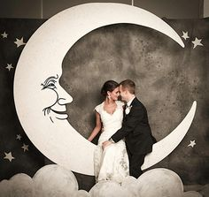 Bride and Groom Paper Moon Photo Booth. Photo booth would be so cute ! Photo Booth Background, Photo Booth Backdrop, Photo Props, Backdrop Decor, Party Backdrops, Wedding Backdrops, Backdrop Ideas, Booth Ideas, Paper Moon