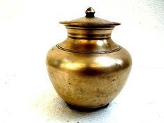 Antique bronze water sombu heavy handmade with original lid Vintage Art, Vintage Antiques, Copper Vessel, Acrylic Paint Set, Traditional Kitchen, Ottomans, Vintage Kitchen, Utensils, Antique Brass