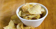 Recette de Chips de pommes de terre sans matières grasses (sans friture). Facile et rapide à réaliser, goûteuse et diététique.