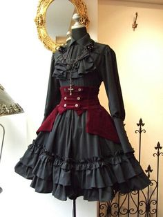 "Lolita clothing refers to clothing based on Gothic, sweet and retro styles. Lolita clothing is usually designed on the basis of ""dolly-like"" lace, lace, lace Gothic Lolita Fashion, Gothic Outfits, Gothic Dress, Steampunk Fashion, Victorian Fashion, Lolita Style, Victorian Gothic, Cute Dresses, Vintage Dresses"