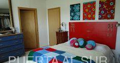 Un espacio para mostrar objetos de decoración tejidos en crochet y dos agujas, texturas y colores de lana que me gustan y llenan de alegría.