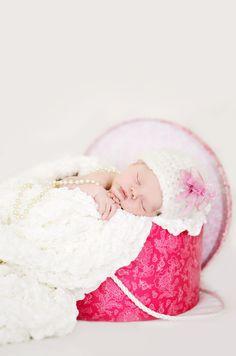 Hat box baby photo idea