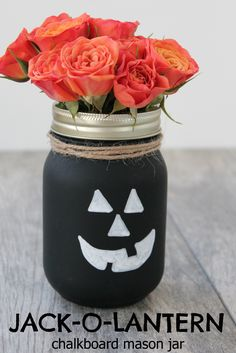 Jack-O-Lantern Chalkboard Mason Jars | Easy and adorable DIY Halloween decor.