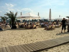 Sandy beach in the middle of Hamburg - Strandpauli :) Stuff To Do, Things To Do, City Beach, Get Directions, Riviera Maya, Canada Travel, Beach Club, Cancun, Great Places
