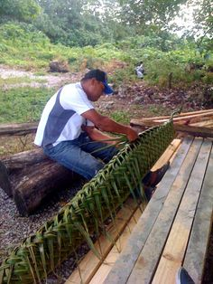 Palm weaving in Tonga Vanuatu, Tongan Culture, Polynesian Art, World Travel Guide, Living In Europe, Easter Island, Marshall Islands, Island Resort, French Polynesia