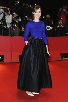 Louise Bourgoin Long Skirt - Louise Bourgoin looked elegant in a long black skirt on the red carpet for 'The Nun. Big Skirts, Beautiful Suit, Glam Girl, Celebrity Outfits, Fashion Tips For Women, Modest Dresses, Skirt Outfits, Star Fashion, Dress Me Up