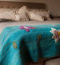 Pies de cama rústicos bordados, color 2. Tienda de Costumbres