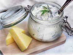 Krämig sill med västerbottenost   Recept från Köket.se Xmas Dinner, Swedish Recipes, Recipe For Mom, Moscow Mule Mugs, Lchf, Vegetarian Recipes, Snacks, Tableware, Christmas