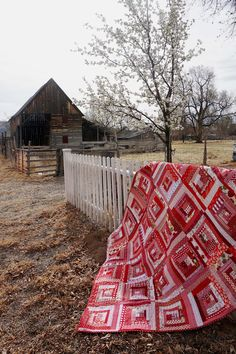 Spring Break and another road trip to Southern Utah, quilt in tow. Finished my scrappy red log cabin quilt - made entirely from scraps!