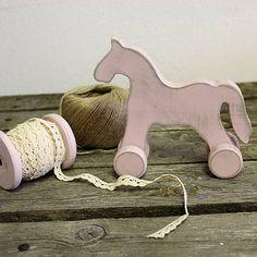 HaM / Koník Viktor Patinovaný koník farbami Dekor Paint Soft odtieň viktoriánska ružová. Vintage toy - wooden horse in victorian pink Dekor Paint soft - chalk paint