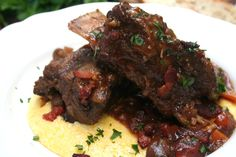 Guinness Braised Short Ribs - I now have 5 out of a 6 pack left and I don't drink it. But cooking with it is always amazing. Braised Short Ribs, Beef Short Ribs, Braised Beef, Beef Ribs, One Pot Dishes, Main Dishes, Beef Dishes, Rib Recipes, Cooking Recipes