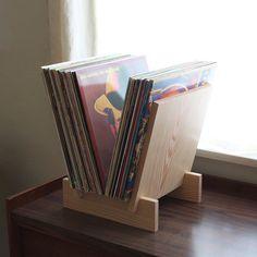 Soporte hecho a mano para guardar los discos de vinilo