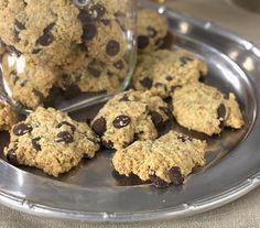 Havermoutkoekjes met chocola. Dat lust iedereen. Klaar in 1-2-3. Healthy Recipes, Healthy Food, Cereal, Cookies, Breakfast, Desserts, Healthy Foods, Crack Crackers, Morning Coffee