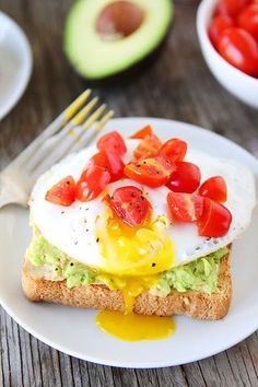 Avocado, Hummus, and Egg Toasts (via Bloglovin.com )