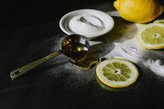 DIY Gesichtsmaske mit Zitrone, Honig und Backpulver – The Glossier DIY face mask with lemon, honey and baking powder – The Glossier … – Baking Soda Dark Circles – powder – Homemade Moisturizer, Face Scrub Homemade, Homemade Face Masks, Diy Face Mask, Baking Soda For Acne, Baking Soda Face, Mascarilla Diy, Baking With Honey, Natural Kitchen