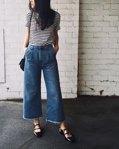 I am loving the wide leg denim jeans trend. Flattering as they make you look smaller waisted due to the wide leg. Wide Jeans, Cropped Wide Leg Jeans, Wide Legged Pants, Denim Jeans, Skinny Jeans, Casual Outfits, Cute Outfits, Fashion Outfits, Fashion Trends