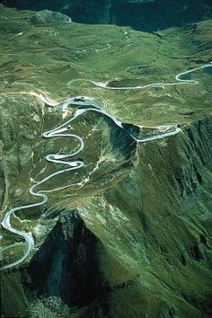 'The World's Scariest Roads' - Grossglockner High Alpine Road, Austria. Click on the image to see the world's most #dangerous roads... #scary #dontlookdown