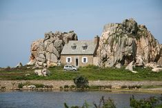 Between 2 rocks. #Cottage in Brittany #France