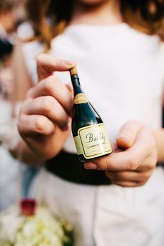 Cheap wedding tips to mini champagne bottles wedding favors. Wedding Favours Easter, Wedding Favours Bridesmaids, Indian Wedding Favors, Wedding Favours Luxury, Vintage Wedding Favors, Wedding Favors For Guests, Unique Wedding Favors, Food Trucks, Casual Wedding