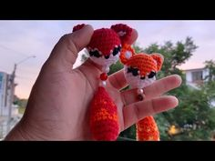 Crochet Zebra, Crochet Giraffe Pattern, Crochet Art, Easy Crochet Patterns, Crochet Animals, Crochet Dolls, Crochet Flowers, Crochet Stitches, Crochet Keychain