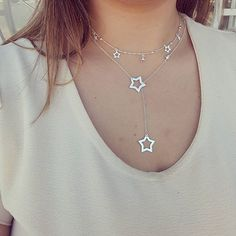 As estrelas são um sinal divino de que não devemos temer a escuridão. 🌟🌟⭐⭐🌠  #prata925 #prata990 #gargantilha #gravatinha #estrelas #moda #novidade #prataunica ↪Atendimento online 19 996923600  ↪Atacado ↪Enviamos para todo 🌎
