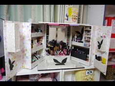 MANUALIDADES ORGANIZADOR DE MAQUILLAJE COMPLETO Diy Cardboard Furniture, Cardboard Crafts, Make Up Organizer, Craft Station, Fabric Boxes, Diy Box, Diy Desk, Diy Organization, Diy Videos