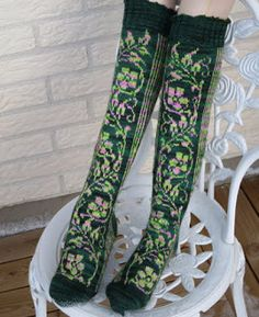 Floralia is a toe-up, stranded colour-work sock that uses just two yarns; one variegated and one almost solid. Pick two colours that contrast well with each other for maximum effect. Knitting Charts, Knitting Socks, Knitting Patterns Free, Free Knitting, Toe Up Socks, Work Socks, Crochet Socks Pattern, Knit Crochet, Ravelry