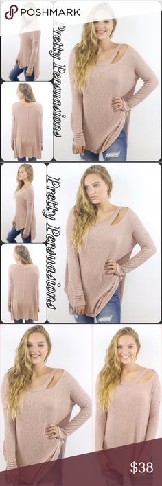 """Cut Out High-Low Ribbed Long Sleeve Slouchy Top NWT Cut Out High-Low Ribbed Long Sleeve Slouchy Top  Available in S, M, L Measurements taken from a small  Length: 31"""" Bust: 40"""" Waist: 40""""  Features  • cut out detail at neckline on left side • high-low hemline • super soft, breathable material w/stretch • long sleeves  Bundle discounts available  No pp or trades  Item # 1/2PP011280380PLST marled knit Threads & Trends Tops"""