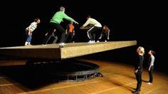 Celui qui tombe - Yoann Bourgeois - Monfort Théâtre - 2015 Yoann Bourgeois, Monfort, Work Inspiration, Christmas Carol, Lawn, Sculptures, Wrestling, Events, Image
