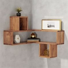 Building some DIY corner shelves might be a great idea for your next weekend project. Corner shelves are a smart solution for your small space. If you want to have shelves but you don't want to be too much on . Corner Shelf Design, Diy Corner Shelf, Floating Corner Shelves, Corner Wall Shelves, Wall Shelves Design, Wood Shelves, Corner Rack, Bookshelf Design, Corner Wall Decor