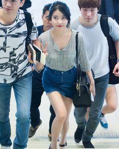 Random Picture #iu #iu_real #iunews #dlwlrma #dlwlrma_iu #leejieun #leejieun_iu #iufans #kpop #kpopidol #kpopstar #uaena #이지은 #아이유 #pretty #cute #girl #lovely #singer #beautifulwomen #beautifulgirls