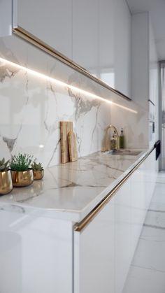 Luxury Kitchen Design, Kitchen Room Design, Kitchen Cabinet Design, Luxury Kitchens, Home Decor Kitchen, Interior Design Kitchen, Home Kitchens, Gold Kitchen, Kitchen Modern