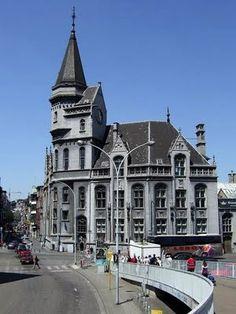 La Grand Poste de Liège est un édifice public construit entre 1894 et 1905, rue de la Régence, au centre-ville de Liège, selon les plans de l'architecte Edmond Jamar.Liège,Belgium