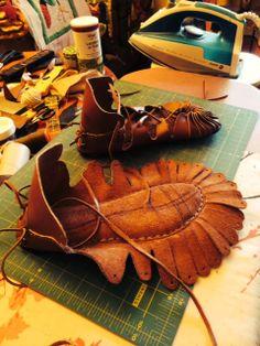 Viking Shoes, Viking Garb, Viking Dress, Crochet Shoes Pattern, Shoe Pattern, Leather Craft Tools, Leather Projects, Crochet Baby Shoes, Crochet Slippers